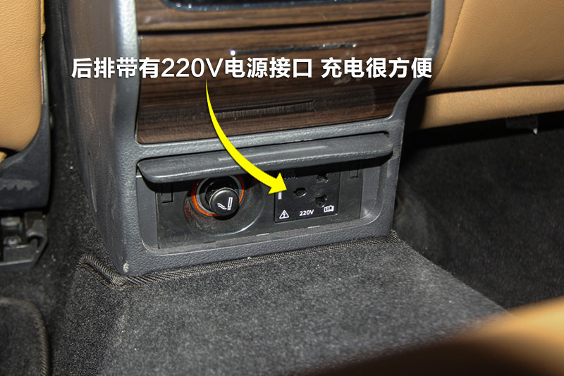 220v电源接口无需任何转接线,连上充电器即可为您的手机充电.