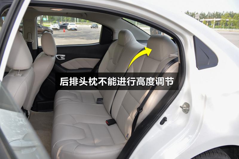 后排座椅靠背角度和头枕高度都不能进行调节