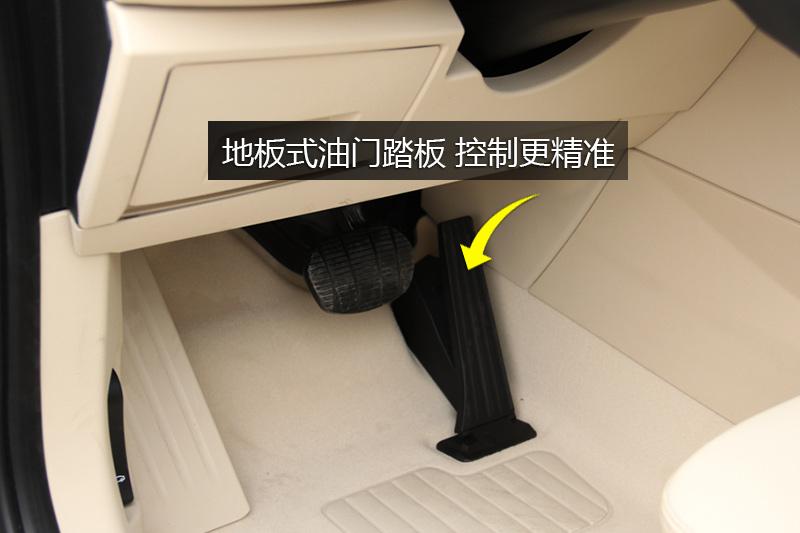 宝马2系旅行车 220i 领先型