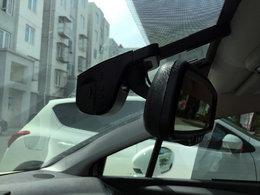 闲着没事安装隐藏式行车记录仪,电子防炫目