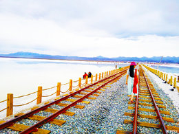 自然魅力 领略茶卡盐湖的美丽