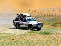 孤胆英雄 在巴丹吉林沙漠高歌