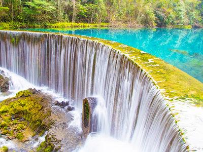 苗寨瀑布里的风韵 感受多彩贵州