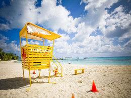 海水色彩斑斓 租车畅游塞班岛