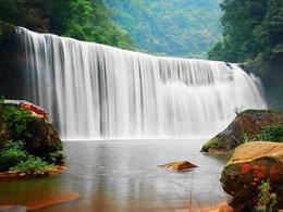 闻名遐迩 纵观赤水十丈洞瀑布