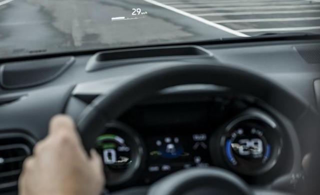丰田推全新雅力士,帅气多了,带1.5L混动,飞度最大对手
