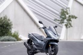 2021款本田PCX摩托,适合城市通勤,前碟后鼓配ABS