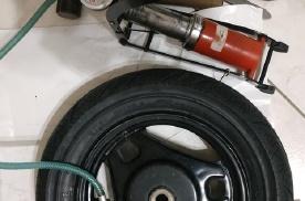 经验分享:简单工具自己换摩托车轮胎