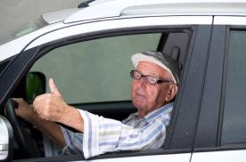 正式放宽轿车申领年龄,70多岁同样能考驾照,有人欢喜有人愁