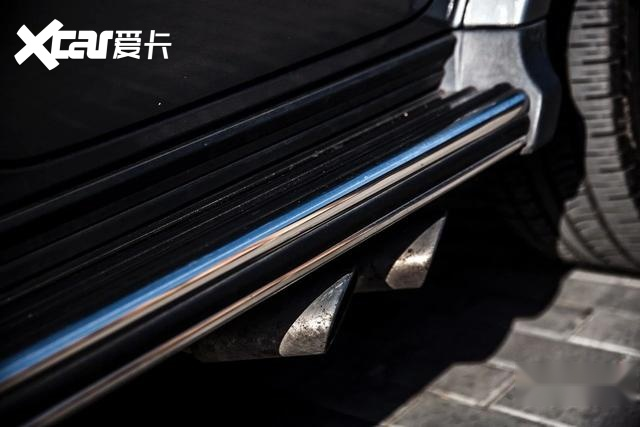 用两辆梅赛德斯-奔驰G级诠释越野图腾与工业罗曼蒂克