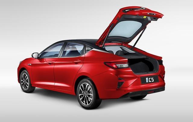 3年7折回购权利加三电终身质保,14.99万起的江淮iC5上市