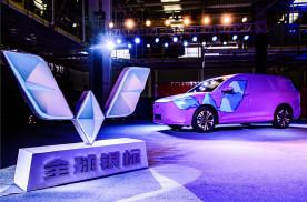 第一家产量突破2200万的中国车企——五菱发布全球银标