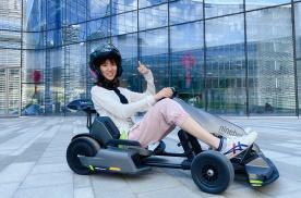 小希抢鲜体验超级电动大玩具九号卡丁车Pro版