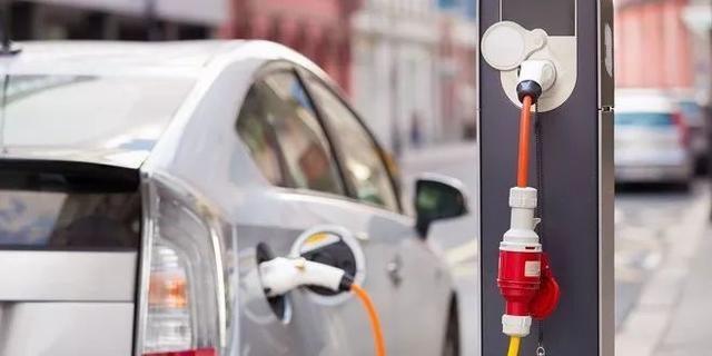 买新能源汽车的等等,下半年重磅车型来了,奔驰沃尔沃威马放大招