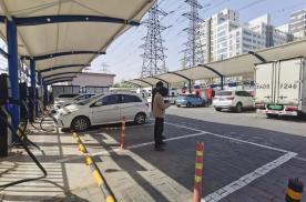 """北京""""禁停令""""首日老头乐、外卖车、燃油车不能占用充电专用车位"""
