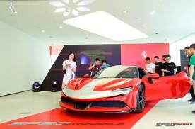打探法拉利第一台插电混动超跑SF90 Stradale重庆首