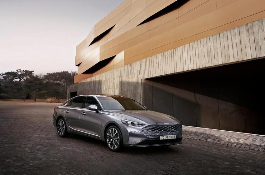 起亚全新C级车曝光,长超5米,搭全新车标,叫板丰田亚洲龙?