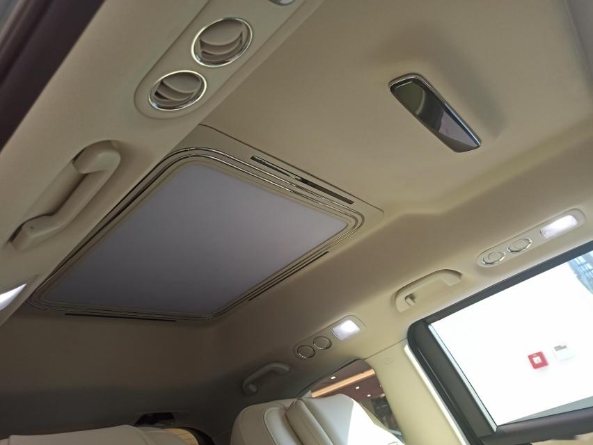 """挂H标的""""埃尔法"""" 实拍本田公务机特供专车艾力杰"""