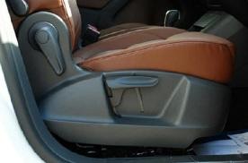 副驾驶座椅下面有异响 这个可能是什么问题?