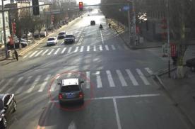 红绿灯路口没刹住,刚过停止线就变红灯,到底算不算闯红灯?