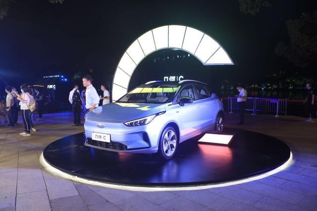 纯电汽车领域新添一员猛将!几何C正式上市,定价12.98—18.28万
