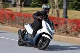 摩托车也开始玩油电混合动力,详解本田最新的PCX e:HEV