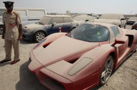 法拉利Enzo遗弃街头,为什么迪拜有那么多昂贵汽车被遗弃