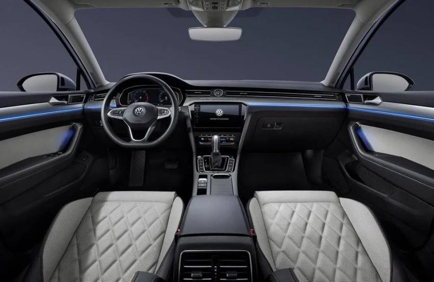 德日系中型车比拼,20万买天籁还是迈腾?