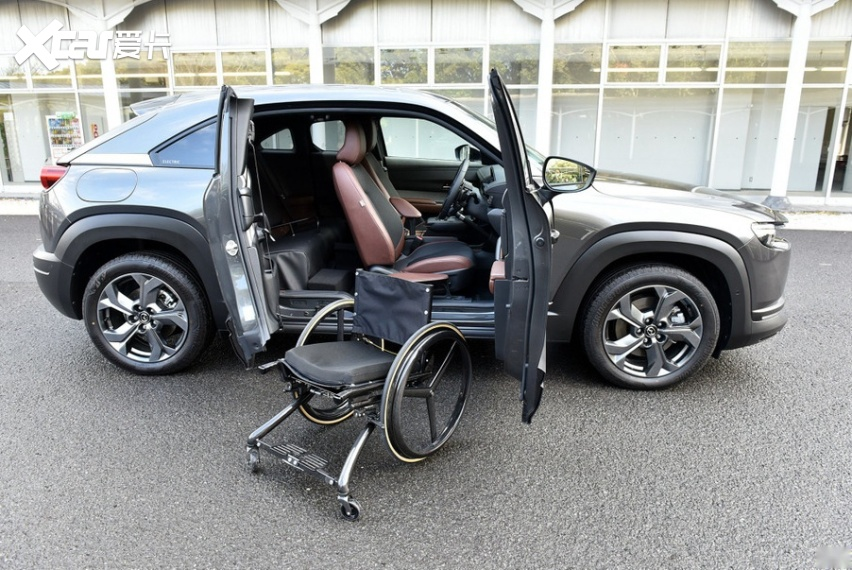 世界首创 马自达MX-30 EV 装备残障人士驾驶辅助系统