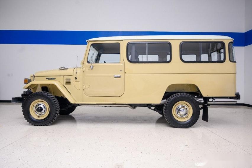 1980-toyota-land-cruiser-hj45-packs-modern-features-costs-more-than-a-lexus_4.jpg