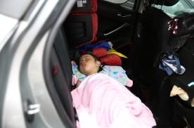 汽车所有门窗关闭状态下,在车里睡一晚,氧气够用吗?