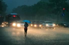 极端降雨天气面前,电动汽车如何自保?