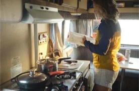 一个月的房车旅行,用电做饭浪费,外置厨房又尴尬,怎么吃?
