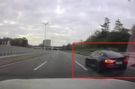 想让车辆自己变成敞篷不花一分钱 Model S解决 车顶飞出