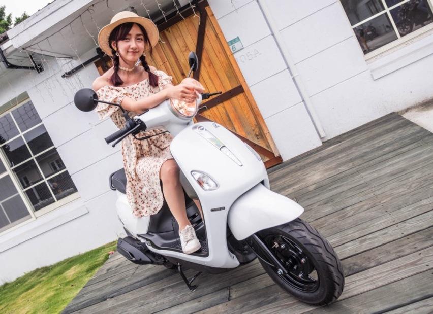 三阳推FIDDLELT踏板摩托,适合女骑城市通勤,配ABS-爱卡汽车爱咖号