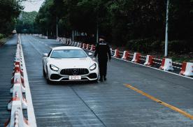 超跑对于我们来说的意义是什么呢?让AMG GT车主来告诉你