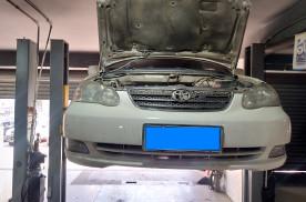 丰田花冠二次进厂检修,换下来一堆配件,车主:第一次换这么多