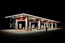 两百公里没有加油站的高速公路你该怎么走?