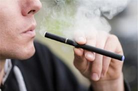 """比亚迪公开电子烟专利 造车圈的""""围城""""上演了吗?"""