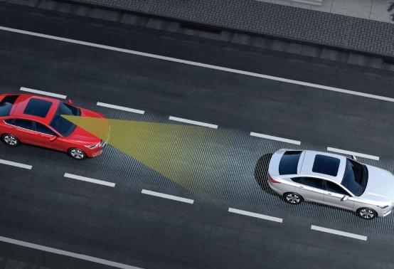 《【华宇代理注册】十万左右的轿车哪款好?推荐新宝骏这款,空间大油耗低》