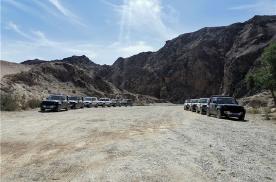 穿越无人戈壁滩砂石 开着这款车不惧 坐着也能睡着
