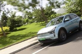 NEDC续航500公里+内饰5块屏,试驾哪吒U纯电SUV!
