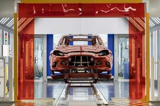 一炮而红,阿斯顿马丁DBX SUV底子却有超跑的能耐