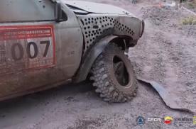 司机玩车:疯狂越野,宁可坏也要快,轮胎脱圈也跑完全程