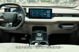 试驾体验爱驰U5 Pro 内饰素雅 配置丰富