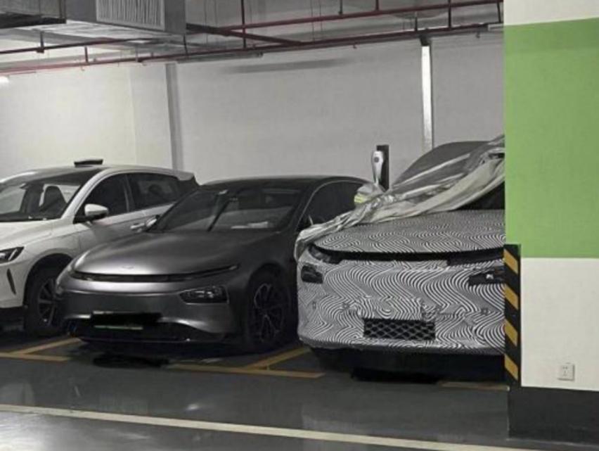小鹏汽车全新中大型SUV谍照曝光,家族前脸,对标蔚来ES8