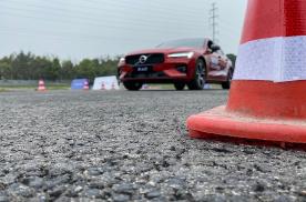 一次糟糕的赛道日活动,我试出了沃尔沃的真实驾控实力