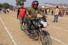 世界冷门汽车比赛系列(20)——龟速摩托车竞赛