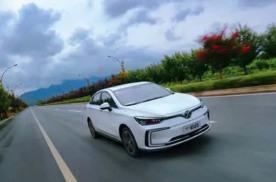 定位智能纯电家轿,北汽新能源EU5、几何A