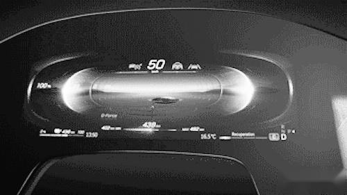 奔驰推新款车机系统 前排三块大屏,旗舰纯电今年率先搭载